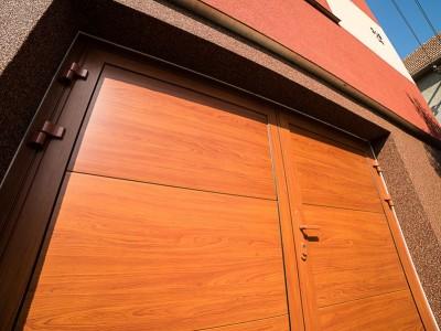 Dvoukřídlá vrata s panely design hladký, vodorovné uspořádání, imitace dřeva cherry amaretto