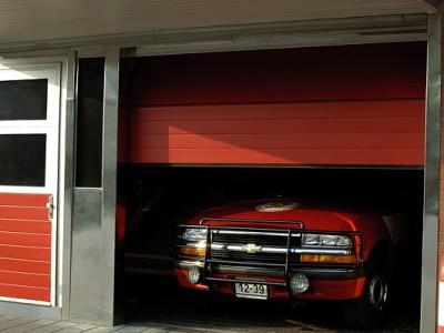 Průmyslová vrata BASE+ s vedlejšími dveřmi